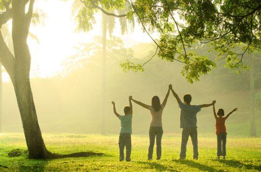 семья — это и есть то, ради чего стоит просыпаться каждый день, дышать каждую секунду, и молить Бога каждое мгновенье, чтоб он их оберегал и защищал