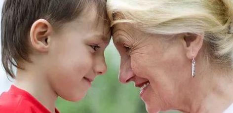 Меня погладит бабушка, – Ладоней мягче нет!