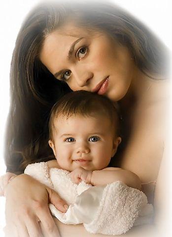 А мамины глаза, а мамины глаза Всегда следят с волнением за нами.