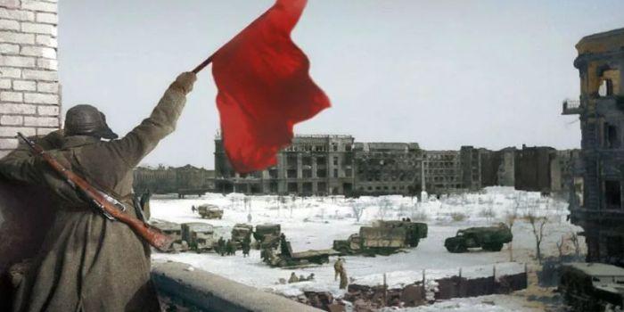 2 февраля 1942 года боевые действия в Сталинграде прекратились и немецкая армия капитулировала.