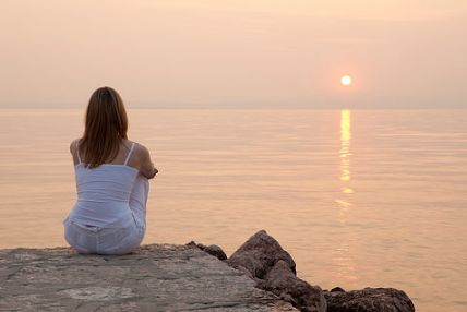 Труднее всего отказаться и забыть не самого человека, а ту мечту, которую он подарил, а ты в неё поверила..