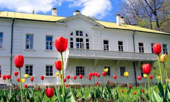 Музей-усадьба дом Льва Николаевича Толстого в Ясной поляне.