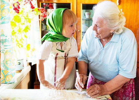 очень бабушку люблю! Ей я помогаю.