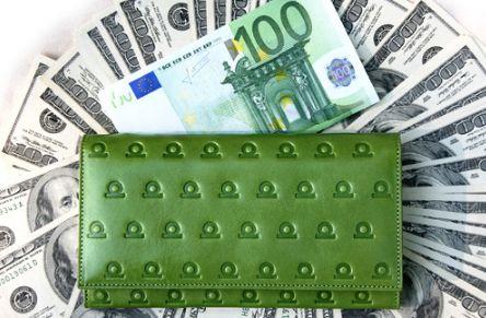 Зеленый цвет кошелька отличный выбор для людей стихии рождения Дерева,