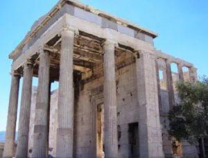 Северный портик Эрехтейона в Афинах.