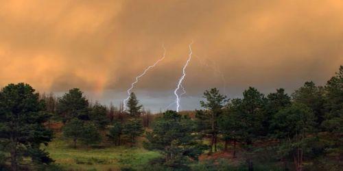 Ливень, и буря, и где-то Солнца мелькнувшего луч…